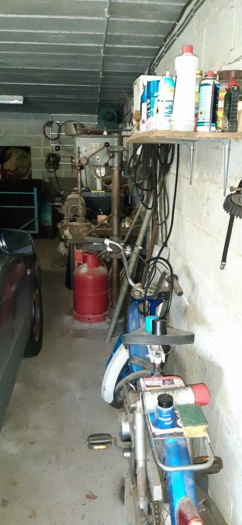 Partie de garage a vidé pour un vide grenier