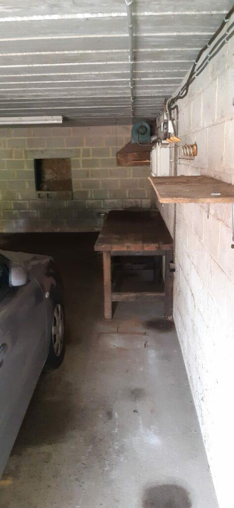 Garage vidé après un travail de vide grenier